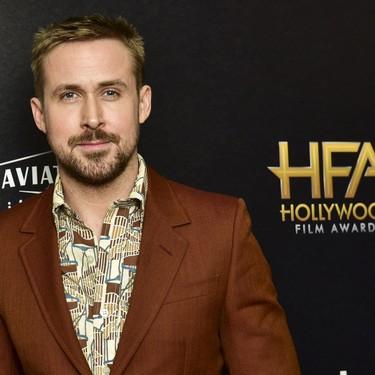 Ryan Gosling le inyecta vida al look marrón de temporada con gráficos retro