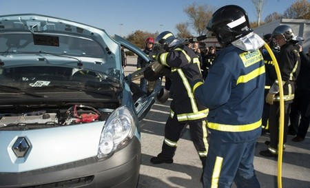 Renault participa en la formación de bomberos sobre intervención en vehículos eléctricos
