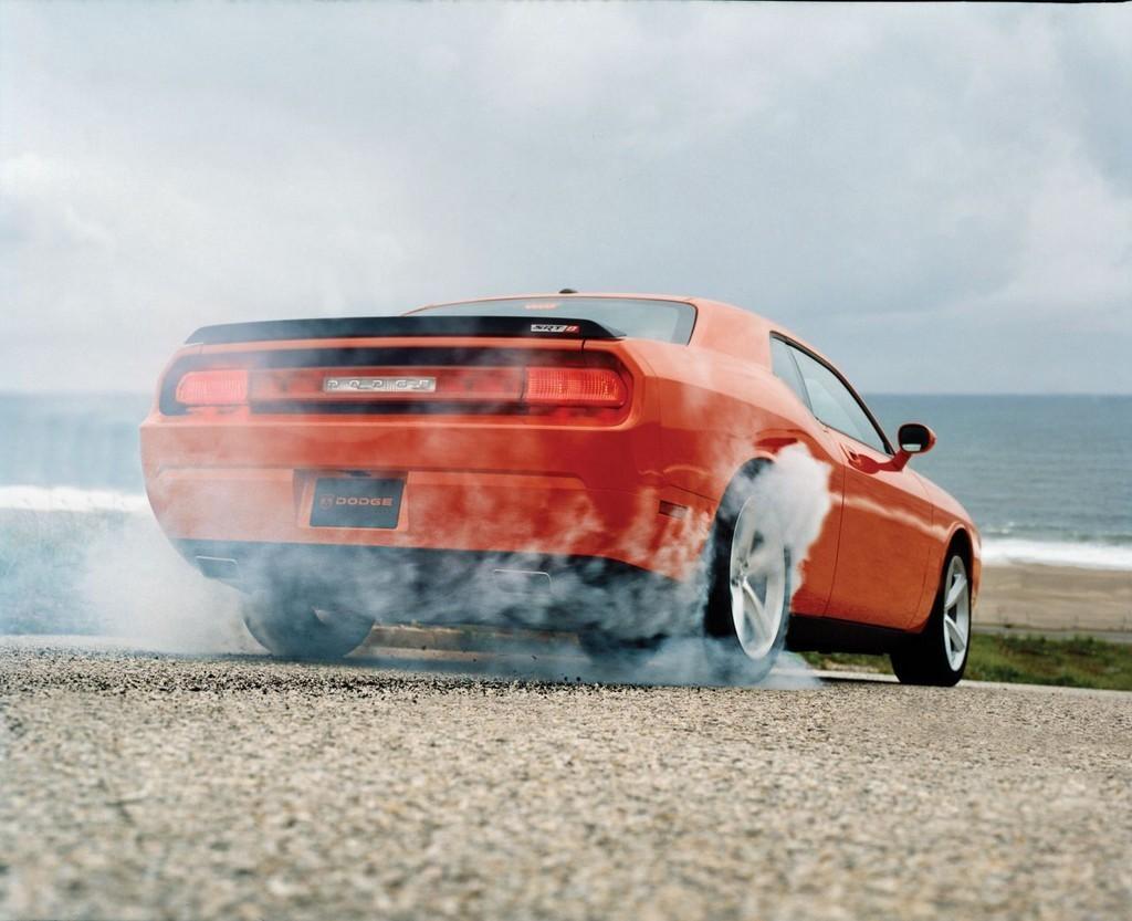 Foto de Dodge Challenger SRT8 (5/103)