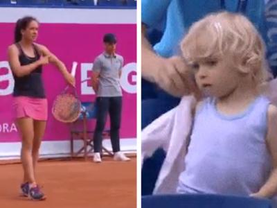Cuando no puedes evitar ser una madraza: una tenista pide que le pongan la chaqueta a su hija en pleno partido