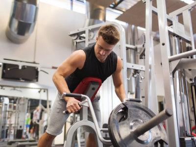 Las mejores máquinas para trabajar la espalda en el gimnasio