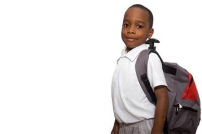 El exceso de peso de las mochilas, un problema para la espalda de los niños