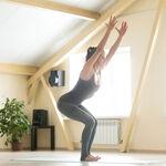 Cinco posturas de Yoga que te ayudan a trabajar y fortalecer las piernas