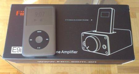 Comparativa del tamaño del iPod Classic con la caja del FiiO E9i