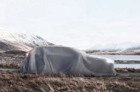 Bajo esta sábana se encuentra el Volvo V90 Cross Country que conoceremos en París