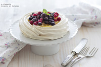 Mini pavlovas con lemon curd y frutos del bosque. Receta