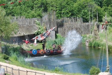 Los vikingos emergiendo del rio