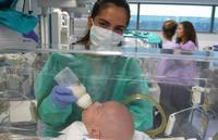 Extirpan un tumor gigante a un bebé antes de nacer