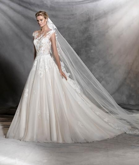 40744b4b77 Los velos largos son los más tradicionales. Modelos infinitos que tapan la  cola de los vestidos más pomposos. Maravillosos diseños de tul con bordes  de ...