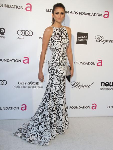 Nina Dobrev it girl perfil Fiesta de los Oscar organizada por la fundación Elton John contra el SIDA 2013 vestido Naeem Khan Otoño-Invierno 2013