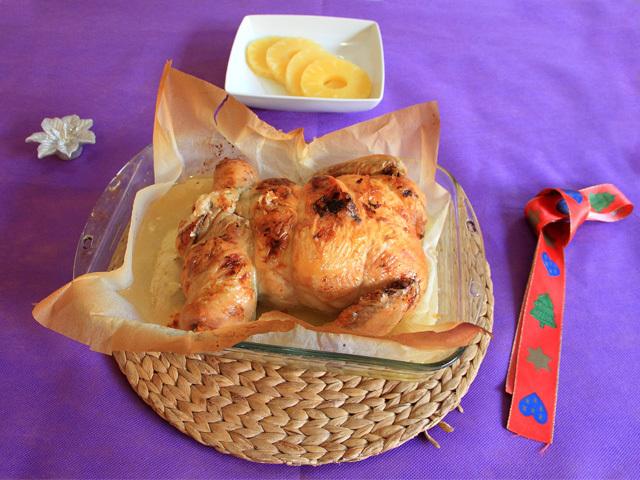Preparación receta para la comida de Navidad. Pollo relleno de verduras y queso gouda sin lactosa
