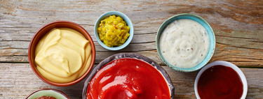 Las salsas y otros ingredientes para dar sabor a tus platos que pueden hacerte engordar, (y cinco opciones sanas para usar en su reemplazo)