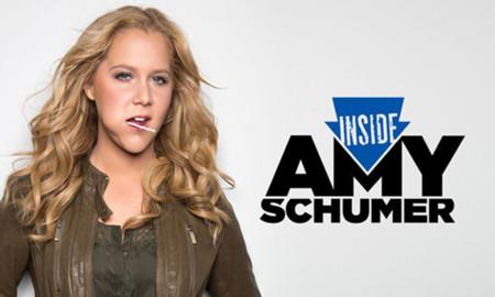 ¿Quién es Amy Schumer y por qué de repente es la cómica de moda?
