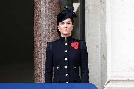 Kate Middleton luce un precioso abrigo de estilo militar en el Día del Armisticio