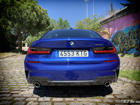 BMW 330i trasera