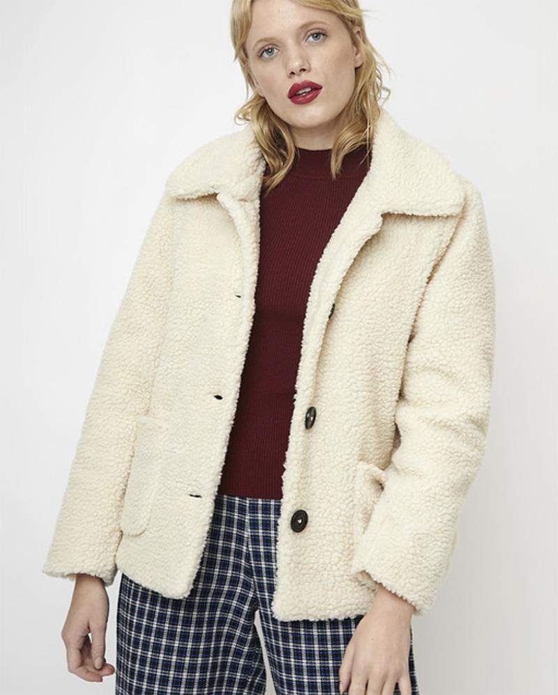 Abrigo de mujer con borreguito en color blanco