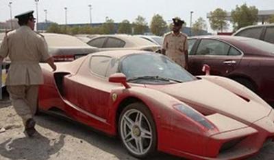 La nueva moda en Dubai: abandonar autos de súper lujo en los estacionamientos