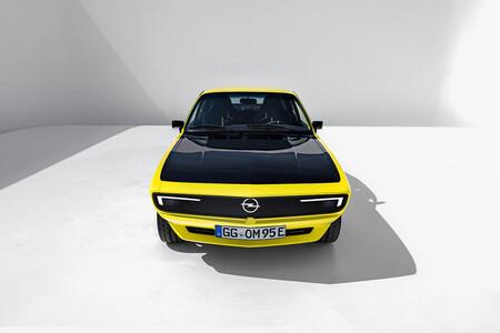 ¡Espectacular! Este Opel Manta GSe ElektroMOD es un canto al retrofit y al restomod