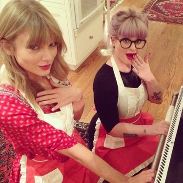 Taylor Swift y Kelly Osbourne, dos cocinillas golosonas