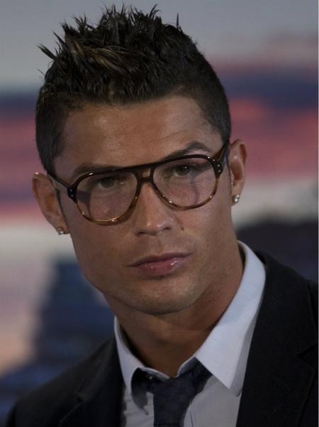 Cristiano Ronaldo ¿el más moderno o la presbicia le ataca vilmente?