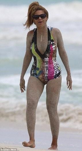 ¡Beyoncé, tápate que se te ven los pechos!