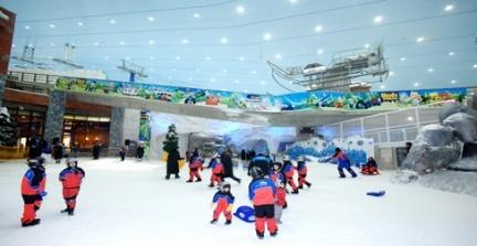 El lujo de esquiar bajo el sol abrasador de Dubai