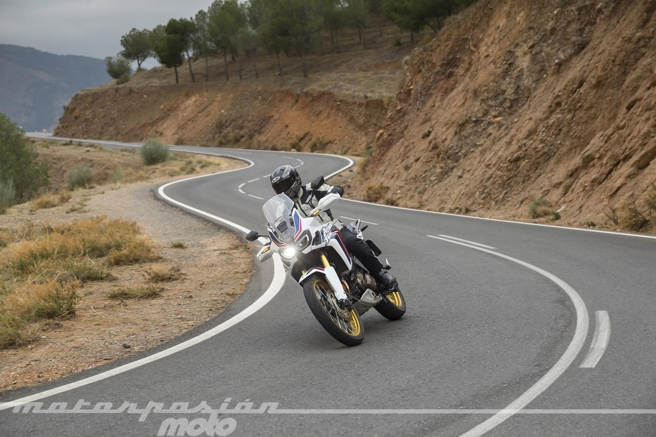 Foto de Honda CRF1000L Africa Twin carretera (1/23)