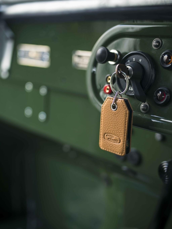Land Rover 4