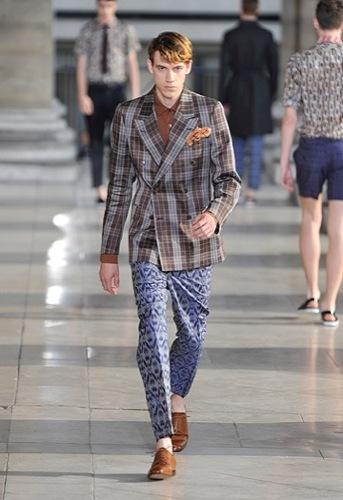 Foto de Dries Van Noten, Primavera-Verano 2010 en la Semana de la Moda de París (1/12)