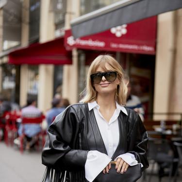 Las chaquetas de flecos siguen siendo tendencia y las chicas de moda lo demuestran con sus looks de calle