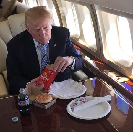 No, la dieta de hamburguesas de Trump no es saludable aún cuando les quite el pan