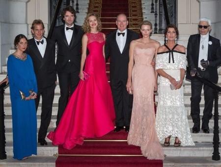 La gala Naked Hearts, un  derroche de glamour presidido por la familia Grimaldi