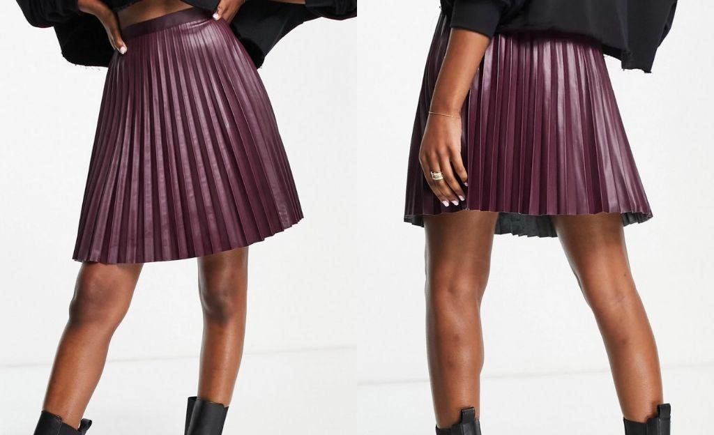 Minifalda color vino plisada efecto cuero de Vila