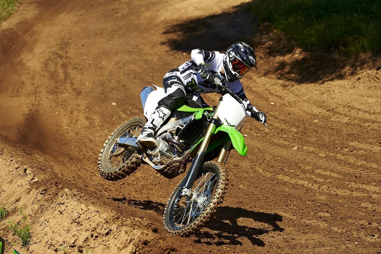 Foto de Nueva Kawasaki KX450F 2013: de la experiencia del AMA Supercross y Motocross a tu garaje (Acción) (18/42)