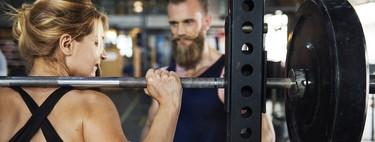 11 ejercicios con pesas para entrenar todo tu cuerpo