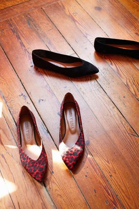 Los 13 zapatos sin tacón con los que brillarás esta Navidad (sin romperte un tobillo)