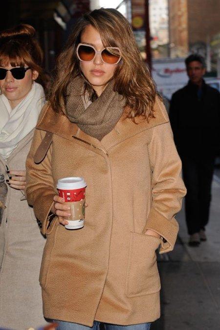 Las celebrities eligen un abrigo camel contra el frío ¿y tú?