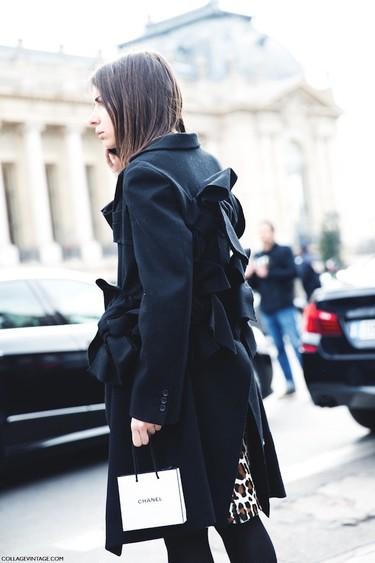 Duelo de estilos: un abrigo con mucha personalidad (y lazos)