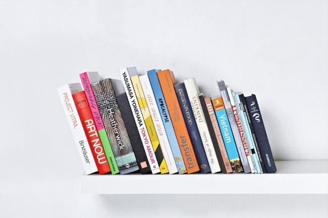 sujeta libros invisible 1