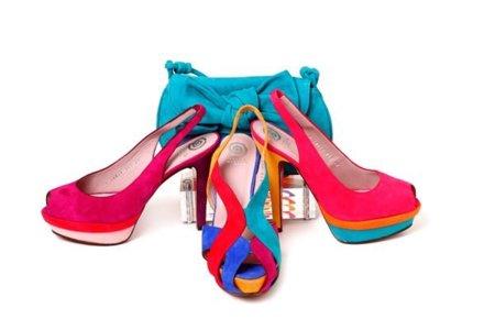 Este Verano alegra tus pies con zapatos de colores