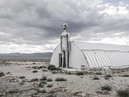 'UFOpresences', el curioso fotolibro de Javier Arcenillas sobre el fenómeno OVNI llega a las librerías