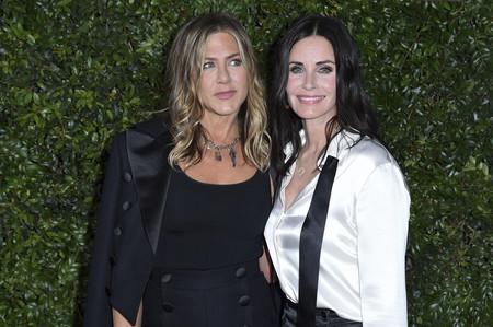 """Chanel reúne a """"Rachel y Mónica"""" en una cena benéfica (además de muchas otras celebrities)"""