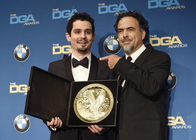 Damien Chazelle con el premio al mejor director