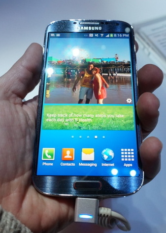 Samsung Galaxy s4 en mano