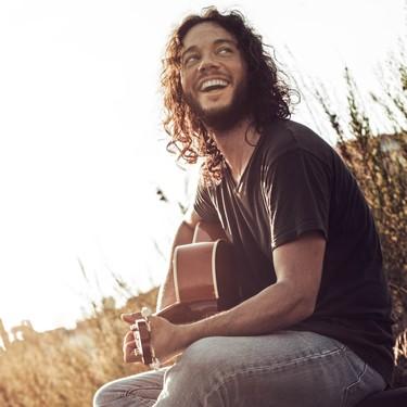 """""""No todo son medicinas"""", entrevistamos a Miguel Ángel Delgado, el pediatra que también cura con su música"""