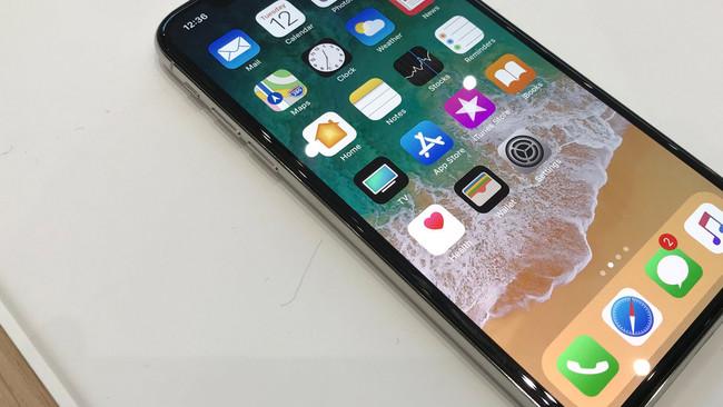 """Apple advierte de que ni en el iPhone X te librarás de la """"maldición"""" del OLED"""