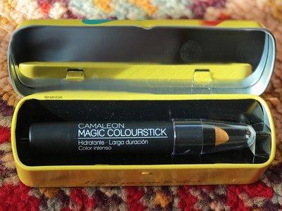 Oro parece, rosa es. He aquí la nueva barra de labios mágica que te dejará maravillada