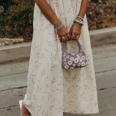 Pendientes, collares y pulseras que aportan color (y un poquito de nostalgia) a nuestros estilismos más básicos del verano