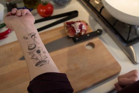 Tatuajes que funcionan como acordeones para los cocineros