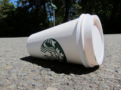 ¿Qué se hace con los millones de vasos desechables de café?